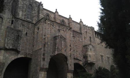 A capela de Santa Ágata construida em cima da muralha romana.