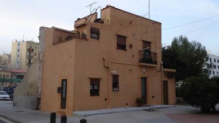 Casa antiga no Poblenou - bairro perto do mar.