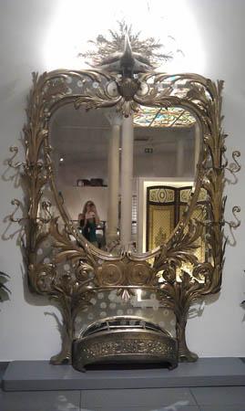 Este espelho/chapeleira é um luxo.