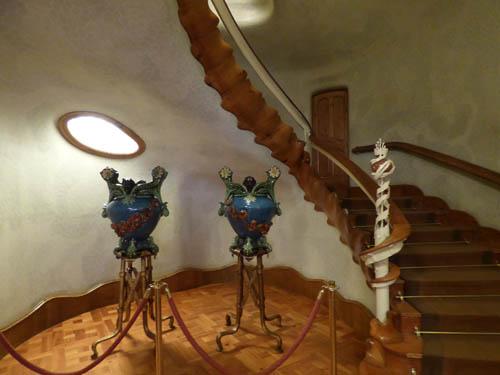 Entrada escada que leva ao apê principal.