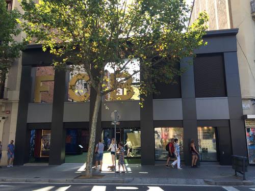 Loja oficial do Barcelona ao lado da Sagrada Família.