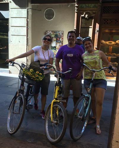 Tour de bike uma forma divertido e relajada de conhecer Barcelona.