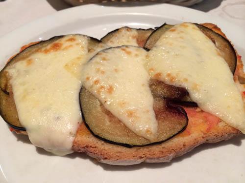 Torrada de queijo com berinjela
