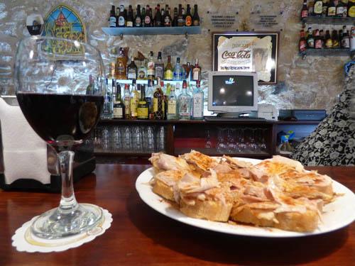 Restaurante Call - vinho e carpaccio de pernil.