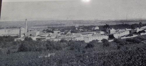 Foto antiga da fábrica e da colônia.