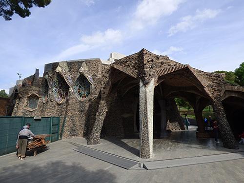 cripta-colonia-guell