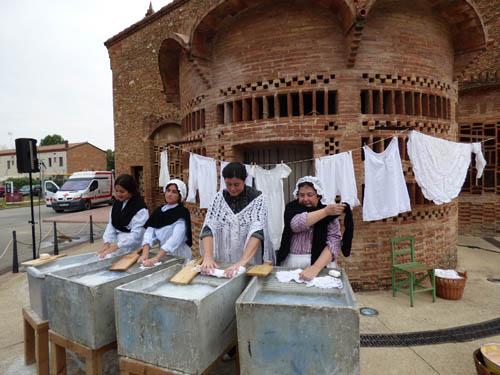 As lavadeiras da colônia.