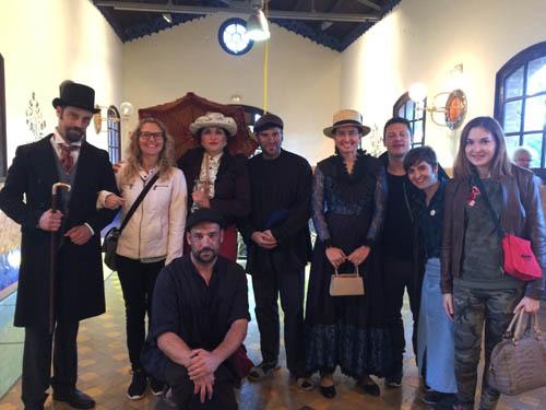 Grupo de blogueiros da Bcntb com os atores.