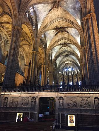 interior-catedral-barcelona