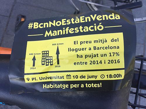 Cartaz de manifestação contra a subida do aluguel.