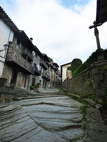 Uma das ruas mais lindas de Rupit.
