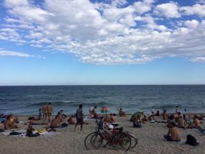 Praia de Marbella Barcelona. Olha com atenção que vc vai ver uns bumbuns de fora.