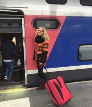 Embarcando no trem em Paris.