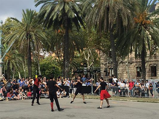 Apresentação de dança durante a La Mercè.
