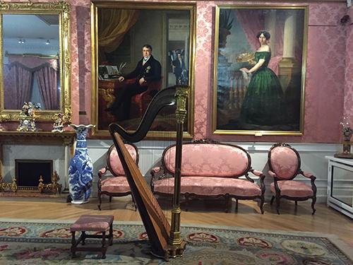 Uma das salas do museu do Romantismo.
